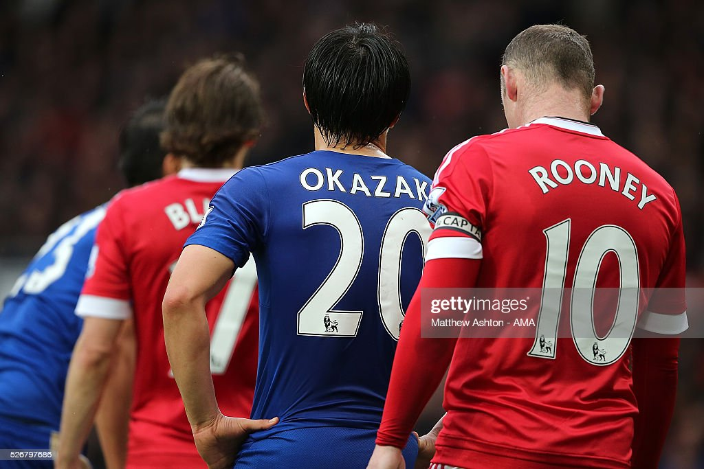 <a gi-track='captionPersonalityLinkClicked' href=/galleries/search?phrase=Shinji+Okazaki&family=editorial&specificpeople=4320771 ng-click='$event.stopPropagation()'>Shinji Okazaki</a> of Leicester City competes with <a gi-track='captionPersonalityLinkClicked' href=/galleries/search?phrase=Wayne+Rooney&family=editorial&specificpeople=157598 ng-click='$event.stopPropagation()'>Wayne Rooney</a> of Manchester United during the Barclays Premier League match between Manchester United and Leicester City at Old Trafford on May 1, 2016 in Manchester, United Kingdom.