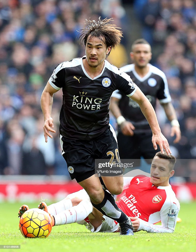 Shinji Okazaki of Leicester City gets away from Alexis Sanchez of Arsenal during the Premier League match between Arsenal and Leicester City at Emirates Stadium on February 14, 2016 in London, United Kingdom.