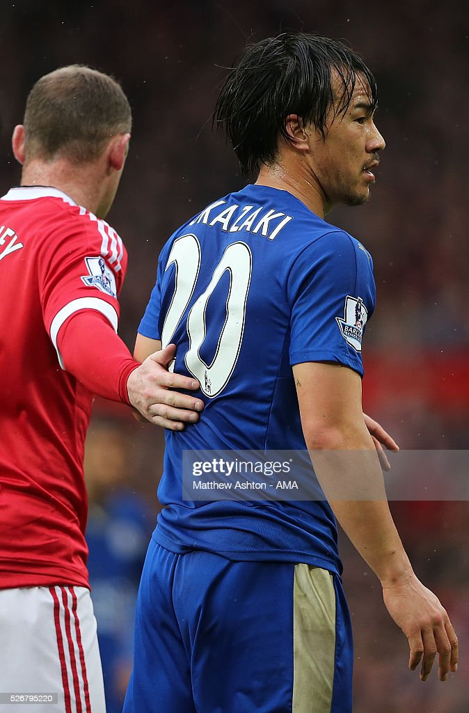 <a gi-track='captionPersonalityLinkClicked' href=/galleries/search?phrase=Shinji+Okazaki&family=editorial&specificpeople=4320771 ng-click='$event.stopPropagation()'>Shinji Okazaki</a> of Leicester City is marked by <a gi-track='captionPersonalityLinkClicked' href=/galleries/search?phrase=Wayne+Rooney&family=editorial&specificpeople=157598 ng-click='$event.stopPropagation()'>Wayne Rooney</a> of Manchester United during the Barclays Premier League match between Manchester United and Leicester City at Old Trafford on May 1, 2016 in Manchester, United Kingdom.