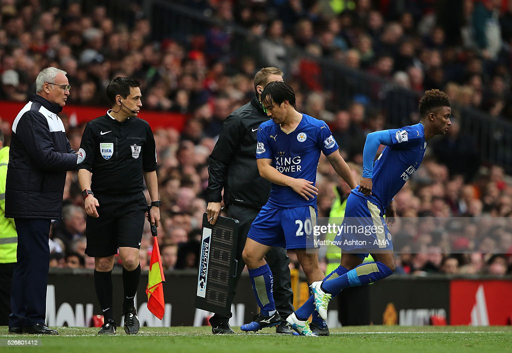 <a gi-track='captionPersonalityLinkClicked' href=/galleries/search?phrase=Shinji+Okazaki&family=editorial&specificpeople=4320771 ng-click='$event.stopPropagation()'>Shinji Okazaki</a> of Leicester City is replaced by <a gi-track='captionPersonalityLinkClicked' href=/galleries/search?phrase=Demarai+Gray&family=editorial&specificpeople=10515774 ng-click='$event.stopPropagation()'>Demarai Gray</a> during the Barclays Premier League match between Manchester United and Leicester City at Old Trafford on May 1, 2016 in Manchester, United Kingdom.