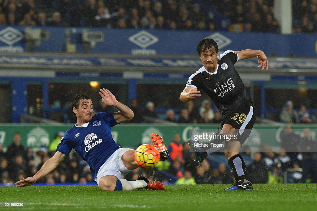 <a gi-track='captionPersonalityLinkClicked' href=/galleries/search?phrase=Shinji+Okazaki&family=editorial&specificpeople=4320771 ng-click='$event.stopPropagation()'>Shinji Okazaki</a> of Leicester City scores his team's third goal during the Barclays Premier League match between Everton and Leicester City at Goodison Park on December 19, 2015 in Liverpool, England.