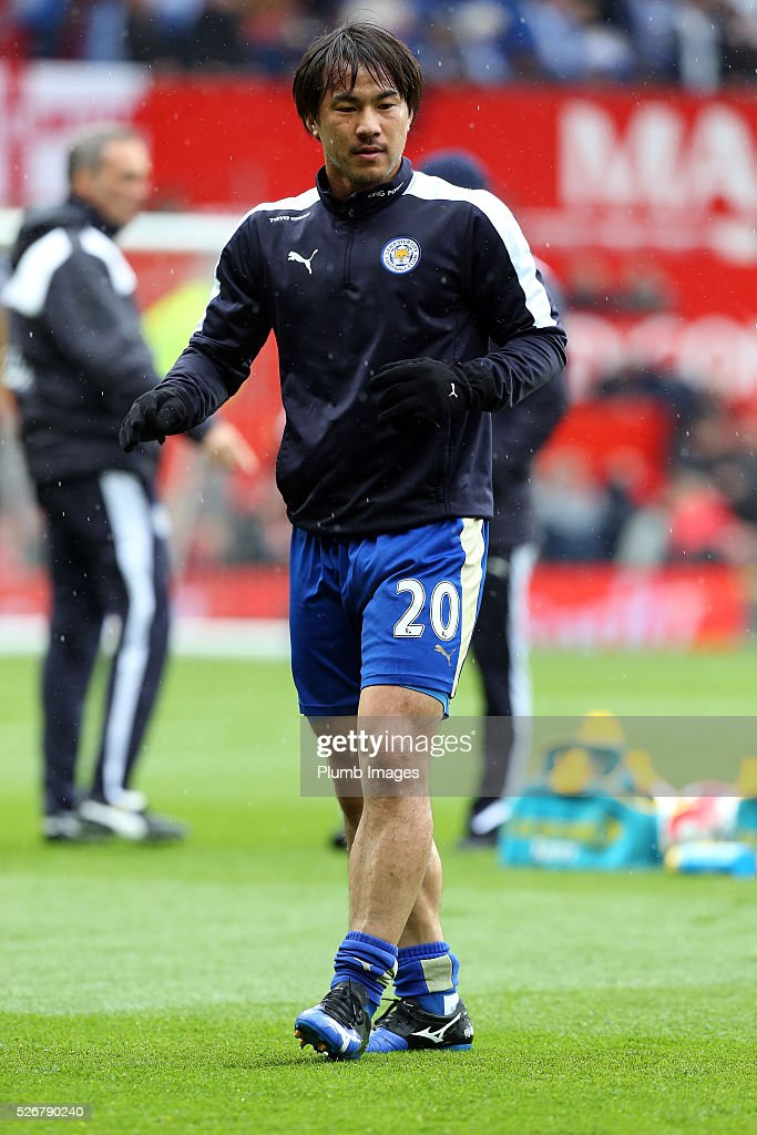<a gi-track='captionPersonalityLinkClicked' href=/galleries/search?phrase=Shinji+Okazaki&family=editorial&specificpeople=4320771 ng-click='$event.stopPropagation()'>Shinji Okazaki</a> of Leicester City warm up at Old Trafford ahead of the Premier League match between Manchester United and Leicester City at Old Trafford on May 01, 2016 in Manchester, United Kingdom.