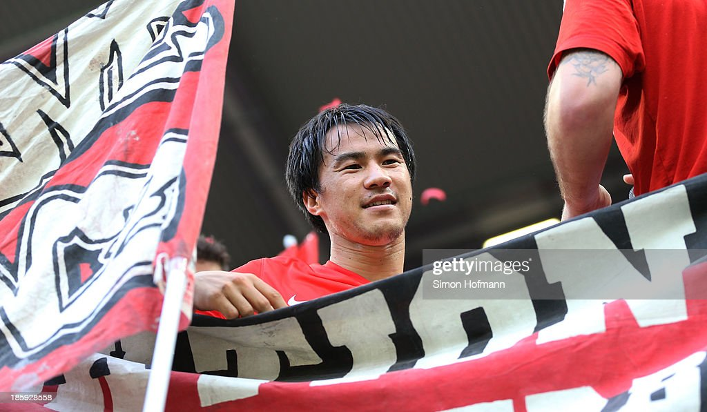 <a gi-track='captionPersonalityLinkClicked' href=/galleries/search?phrase=Shinji+Okazaki&family=editorial&specificpeople=4320771 ng-click='$event.stopPropagation()'>Shinji Okazaki</a> of Mainz celebrates winning after the Bundesliga match between 1. FSV Mainz and Eintracht Braunschweig at Coface Arena on October 26, 2013 in Mainz, Germany.