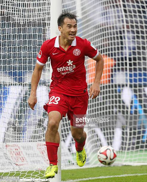 Shinji Okazaki of Mainz jubilates after scoring the fourth goal during the Bundesliga match between Hertha BSC and 1FSV Mainz 05 at Olympiastadion on...