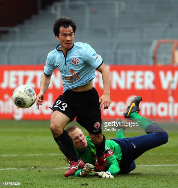 Shinji Okazaki of Mainz scores his team's third goal against goalkeeper Timo Ochs of Saarbruecken during the friendly match between 1 FSV Mainz 05...