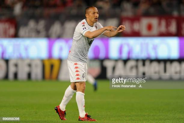 Shinji Ono of Consadole Sapporo instructs his team mates during the JLeague J1 match between Kashima Antlers and Consadole Sapporo at Kashima Soccer...