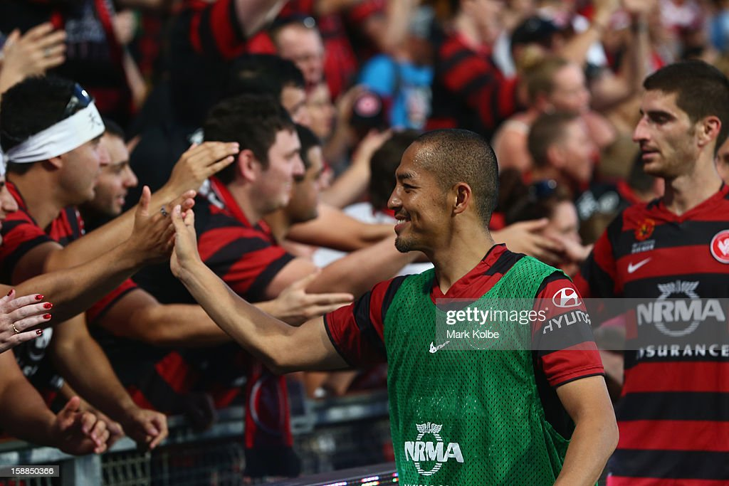 Shinji Ono of the Wanderers and his team celebrate with the crowd after victory in the round 14 A-League match between the Western Sydney Wanderers and the Melbourne Victory at Parramatta Stadium on January 1, 2013 in Sydney, Australia.