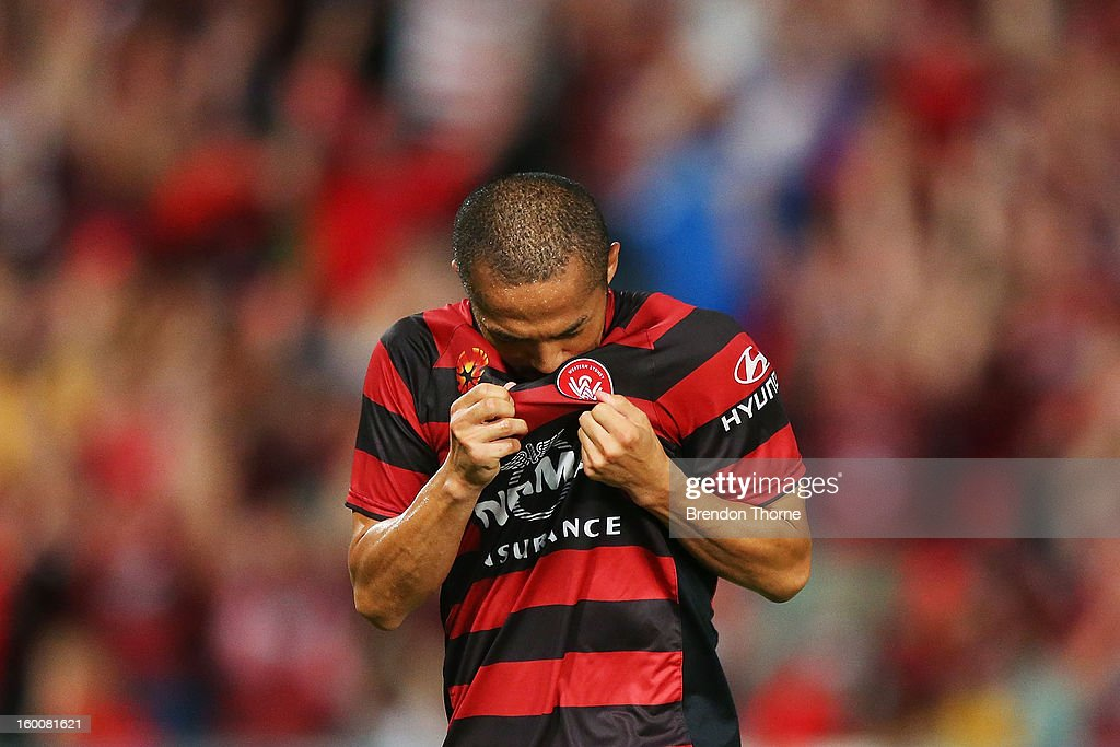<a gi-track='captionPersonalityLinkClicked' href=/galleries/search?phrase=Shinji+Ono&family=editorial&specificpeople=550970 ng-click='$event.stopPropagation()'>Shinji Ono</a> of the Wanderers celebrates after scoring a penalty during the round 18 A-League match between the Western Sydney Wanderers and the Melbourne Heart at Parramatta Stadium on January 26, 2013 in Sydney, Australia.
