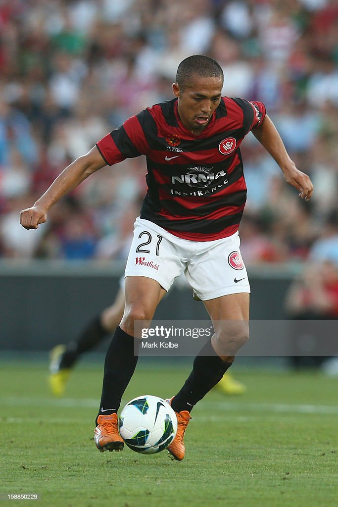 Shinji Ono of the Wanderers controls the ball during the round 14 A-League match between the Western Sydney Wanderers and the Melbourne Victory at Parramatta Stadium on January 1, 2013 in Sydney, Australia.