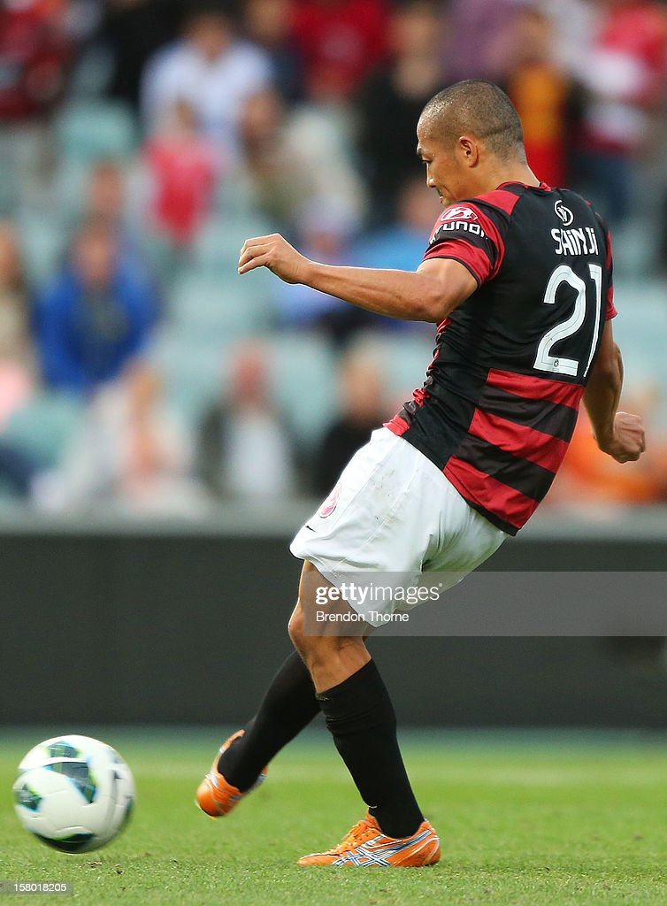 Shinji Ono of the Wanderers scores a penalty goal during the round ten A-League match between the Western Sydney Wanderers and the Brisbane Roar at Parramatta Stadium on December 9, 2012 in Sydney, Australia.