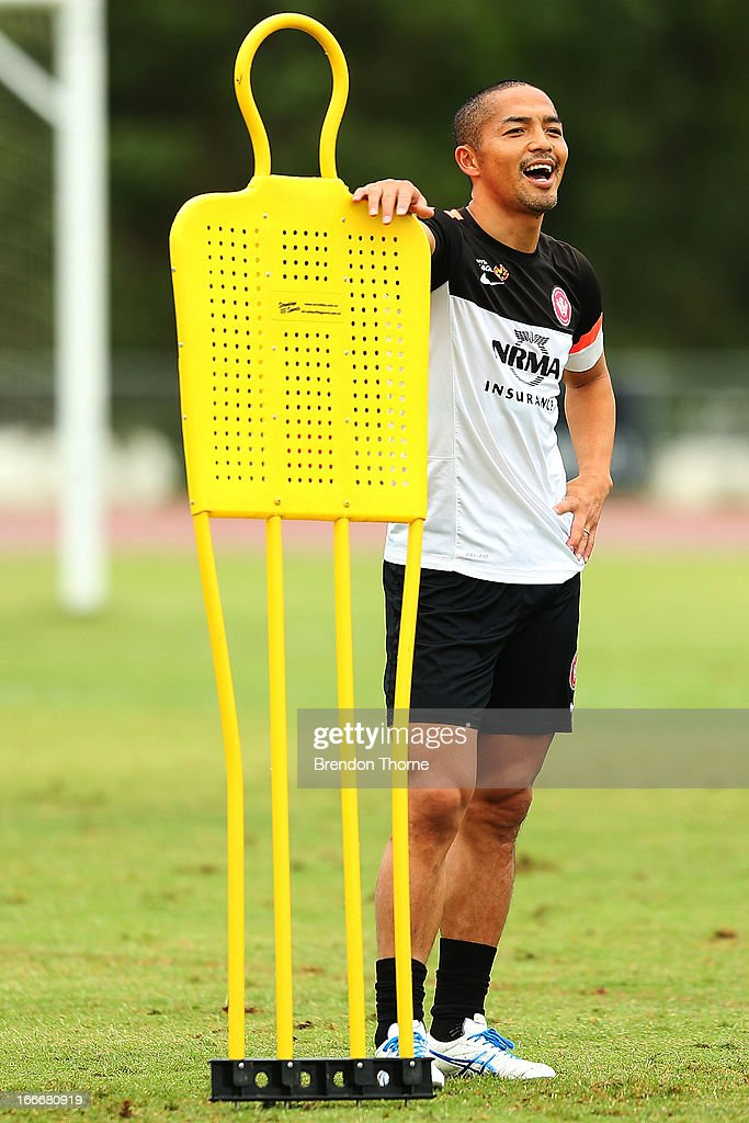 <a gi-track='captionPersonalityLinkClicked' href=/galleries/search?phrase=Shinji+Ono&family=editorial&specificpeople=550970 ng-click='$event.stopPropagation()'>Shinji Ono</a> of the Wanderers shares a joke with team mates during a Western Sydney Wanderers A-League training session at Blacktown International Sportspark on April 16, 2013 in Sydney, Australia.