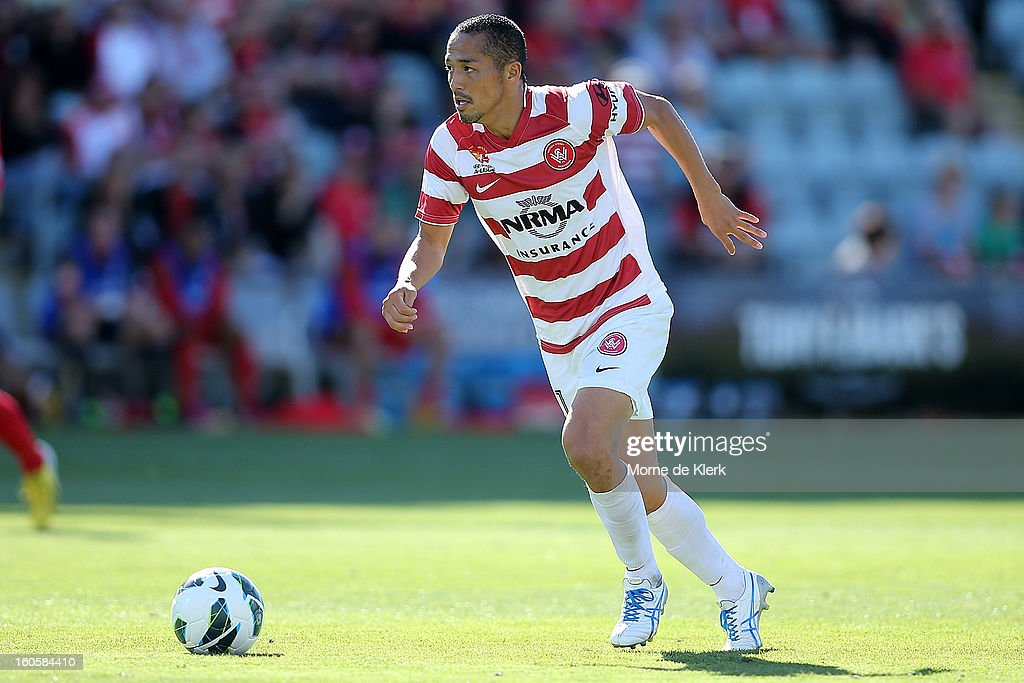 Shinji Ono of Western Sydney runs with the ball during the round 19 A-League match between Adelaide United and the Western Sydney Wanderers at Hindmarsh Stadium on February 3, 2013 in Adelaide, Australia.