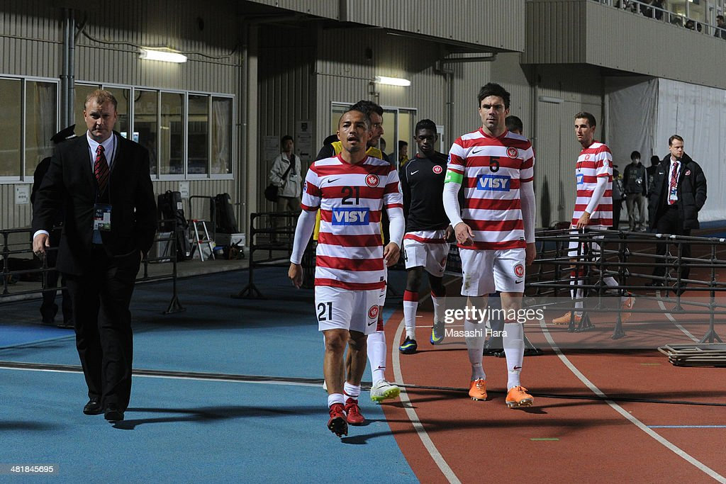 Shinji Ono #21 of Western Sydney Wanderers looks on after the AFC Champions League Group H match between Kawasaki Frontale and Western Sydney Wanderers at Todoroki Stadium on April 1, 2014 in Kawasaki, Japan.