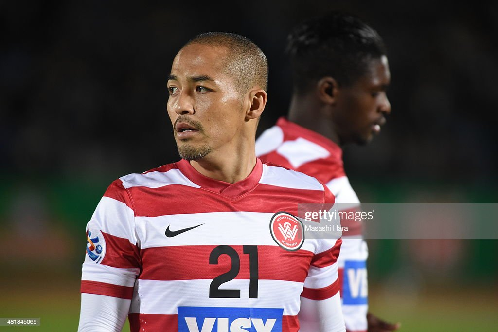 Shinji Ono #21 of Western Sydney Wanderers looks on during the AFC Champions League Group H match between Kawasaki Frontale and Western Sydney Wanderers at Todoroki Stadium on April 1, 2014 in Kawasaki, Japan.