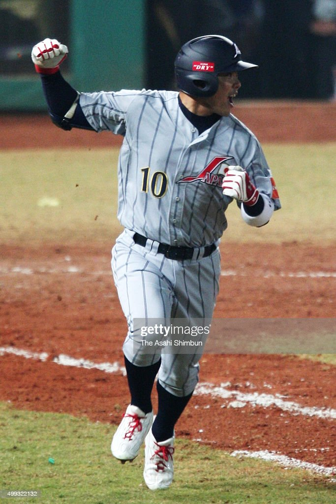 <a gi-track='captionPersonalityLinkClicked' href=/galleries/search?phrase=Shinnosuke+Abe&family=editorial&specificpeople=2708810 ng-click='$event.stopPropagation()'>Shinnosuke Abe</a> of Japan celebrates hitting a two-run single in the top of seventh inning during the Asian Championship 2007 match between Japan and Chinese Taipei at Taichung Intercontinental Stadium on December 3, 2007 in Taichung, Taiwan.