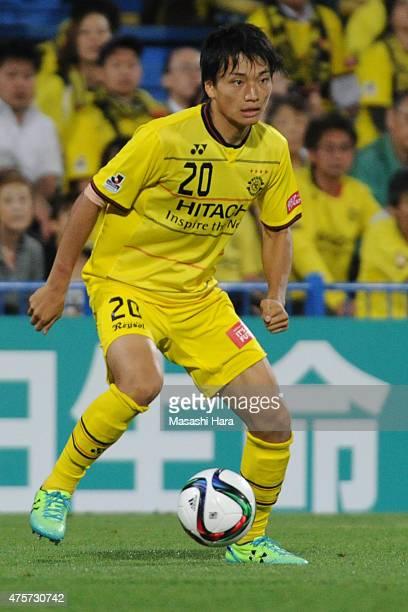 Shinnosuke Nakatani of Kashiwa Reysol in action during the JLeague match between Kashiwa Reysol and Urawa Red Diamonds at Hitachi Kashiwa Soccer...