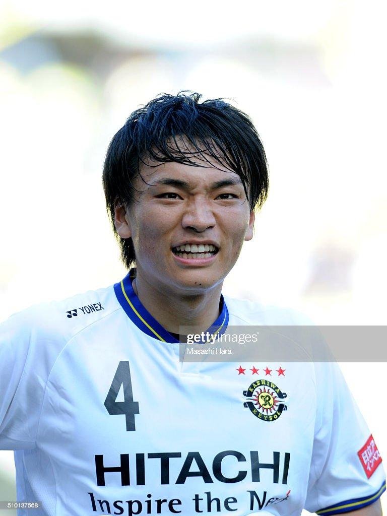 Shinnosuke Nakatani of Kashiwa Reysol looks on during the preseason friendly match between JEF United Chiba and Kashiwa Reysol at the Fukuda Denshi Arena on February 14, 2016 in Chiba, Japan.