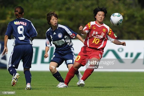 Shinobu Ohno of INAC Kobe Leonessa and Junko Kai of Okayama Yunogo Belle compete for the ball during the Nadeshiko League match between Okayama...