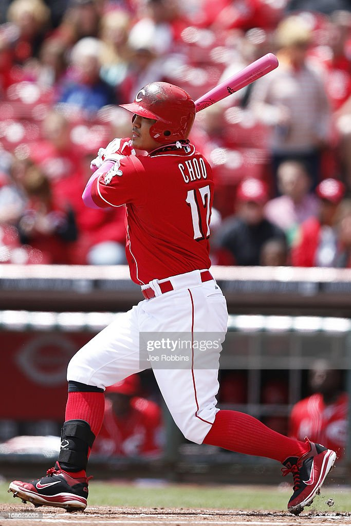 <a gi-track='captionPersonalityLinkClicked' href=/galleries/search?phrase=Shin-Soo+Choo&family=editorial&specificpeople=196543 ng-click='$event.stopPropagation()'>Shin-Soo Choo</a> #17 of the Cincinnati Reds bats against the Milwaukee Brewers during the game at Great American Ball Park on May 12, 2013 in Cincinnati, Ohio. The Reds won 5-1.