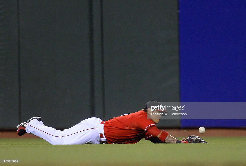 <a gi-track='captionPersonalityLinkClicked' href=/galleries/search?phrase=Shin-Soo+Choo&family=editorial&specificpeople=196543 ng-click='$event.stopPropagation()'>Shin-Soo Choo</a> #17 of the Cincinnati Reds dives but is unable to make the catch of his ball that fall for a base hit off the bat of Hunter Pence #8 of the San Francisco Giants in the fifth inning at AT&T Park on July 23, 2013 in San Francisco, California.
