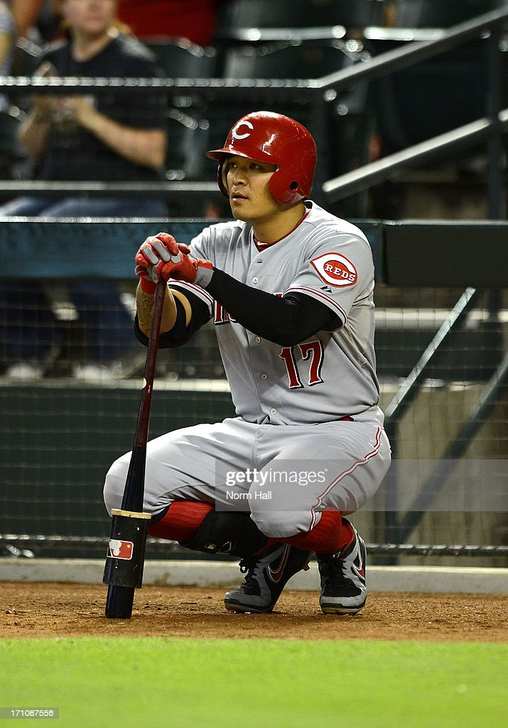 <a gi-track='captionPersonalityLinkClicked' href=/galleries/search?phrase=Shin-Soo+Choo&family=editorial&specificpeople=196543 ng-click='$event.stopPropagation()'>Shin-Soo Choo</a> #17 of the Cincinnati Reds gets ready in the on-deck circle against the Arizona Diamondbacks at Chase Field on June 21, 2013 in Phoenix, Arizona.