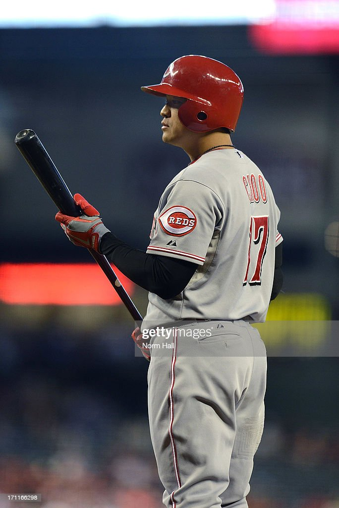 <a gi-track='captionPersonalityLinkClicked' href=/galleries/search?phrase=Shin-Soo+Choo&family=editorial&specificpeople=196543 ng-click='$event.stopPropagation()'>Shin-Soo Choo</a> #17 of the Cincinnati Reds gets ready to step into the batters box against the Arizona Diamondbacks at Chase Field on June 22, 2013 in Phoenix, Arizona.