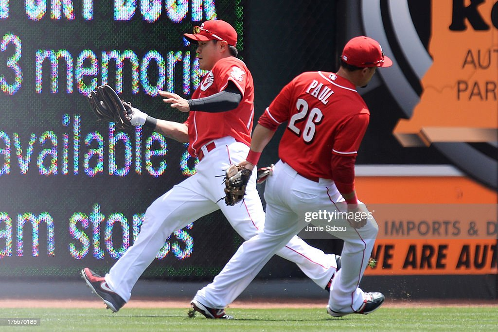 <a gi-track='captionPersonalityLinkClicked' href=/galleries/search?phrase=Shin-Soo+Choo&family=editorial&specificpeople=196543 ng-click='$event.stopPropagation()'>Shin-Soo Choo</a> #17 of the Cincinnati Reds makes a catch deep in left-center field in the first inning against the St. Louis Cardinals as teammate Xavier Paul #26 of the Cincinnati Reds runs by at Great American Ball Park on August 4, 2013 in Cincinnati, Ohio.