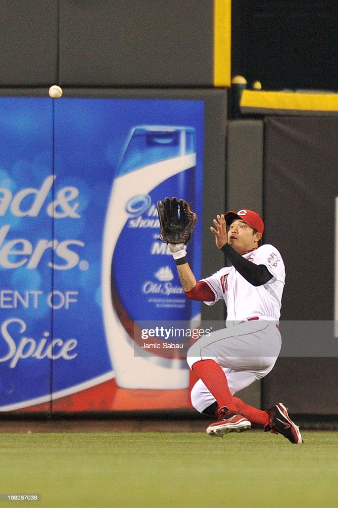<a gi-track='captionPersonalityLinkClicked' href=/galleries/search?phrase=Shin-Soo+Choo&family=editorial&specificpeople=196543 ng-click='$event.stopPropagation()'>Shin-Soo Choo</a> #17 of the Cincinnati Reds makes a sliding catch in center field to end the top of the eighth inning against the Atlanta Braves at Great American Ball Park on May 7, 2013 in Cincinnati, Ohio. Cincinnati defeated Atlanta 5-4.