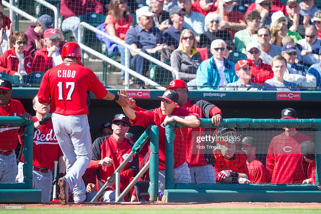 <a gi-track='captionPersonalityLinkClicked' href=/galleries/search?phrase=Shin-Soo+Choo&family=editorial&specificpeople=196543 ng-click='$event.stopPropagation()'>Shin-Soo Choo</a> #17 of the Cincinnati Reds scores a run and is greeted by his teammates in the dugout in the first inning against the Cleveland Indians at Goodyear Ballpark on February 22, 2013 in Goodyear, Arizona.