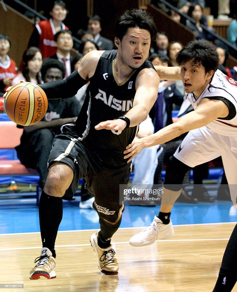 Shinsuke Kashiwagi of Aisin Sea Horses in action during the Japan Basketball League Playoff Game 5 between Aisin Sea Horses and Toshiba Brave Thunders at Yoyogi Gymnasium on April 22, 2013 in Tokyo, Japan.