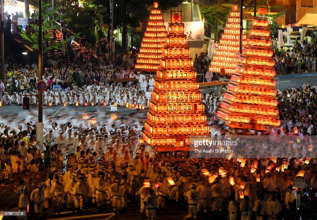 Shinto parishioners carry 10-meter-tall, 2.5-ton 'Chochin O Yamagasa' or candle-lit lantern floats during the Tobata Gion Yamagasa Festival on July 23, 2016 in Kitakyushu, Fukuoka, Japan.