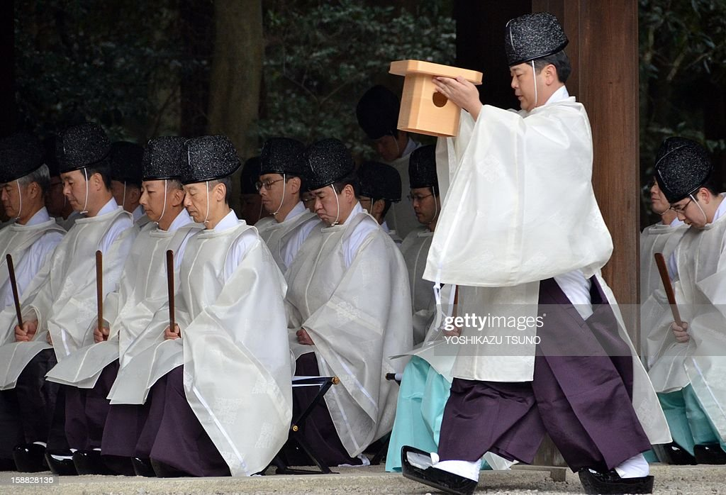 Shinto priests attend a ritual end-of-the-year purification ceremony to prepare for New Year's Day at Meiji Shrine in Tokyo on December 31, 2012. Millions of Japanese people will visit shrines and temples across the country to celebrate New Year's Day, one of the most important holiday periods of the year here. AFP PHOTO / Yoshikazu TSUNO