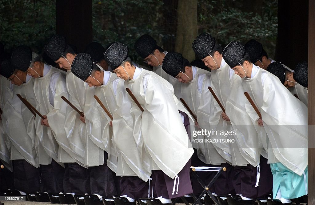 Shinto priests bow during a ritual end-of-the-year purification ceremony to prepare for New Year's Day at Meiji Shrine in Tokyo on December 31, 2012. Millions of Japanese people will visit shrines and temples across the country to celebrate New Year's Day, one of the most important holiday periods of the year here. AFP PHOTO / Yoshikazu TSUNO