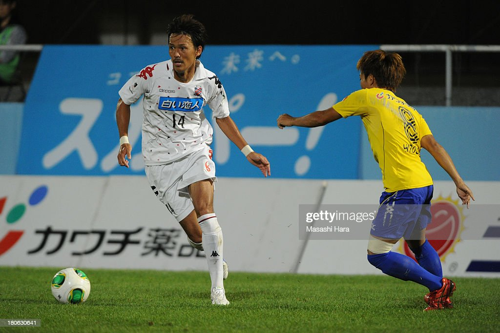 Shinya Uehara #14 of Consadole Sapporo in action during the J.League second division match between Tochigi SC and Consadole Sapporo at Tochigi Green Stadium on September 15, 2013 in Utsunomiya, Japan.