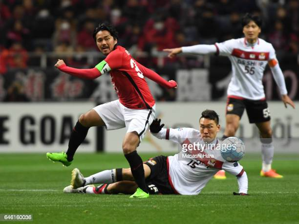 Shinzo Koroki of Urawa Red Diamonds and Kim Won Sik of FC Seoul compete for the ball during the AFC Champions League match Group F match between...