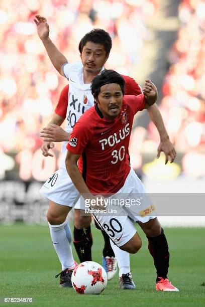 Shinzo Koroki of Urawa Red Diamonds and Mitsuo Ogasawara of Kashima Antlers compete for the ball during the JLeague J1 match between Urawa Red...