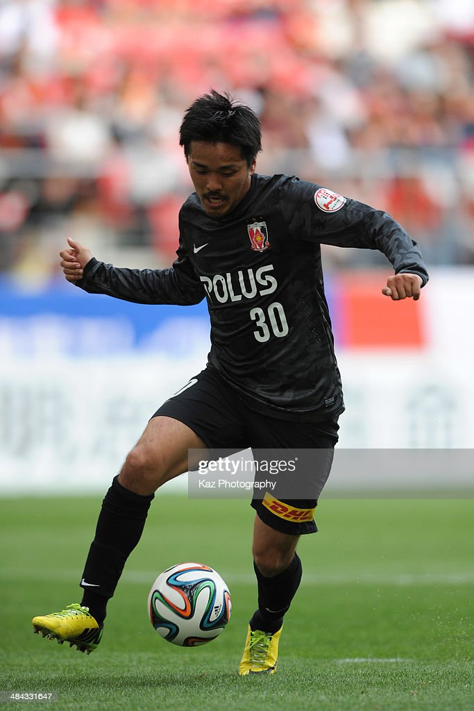 Shinzo Koroki of Urawa Red Diamonds dribbles the ball during the J. League match between Nagoya Grampus and Urawa Red Diamonds at the Toyota Stadium on April 12, 2014 in Toyota, Japan.