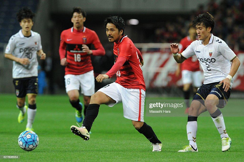 Shinzo Koroki #30 of Urawa Red Diamonds in action during the AFC Champions League Group H match between Urawa Red Diamonds and Pohang Steelers at the Saitama Stadium on May 3, 2016 in Saitama, Japan.