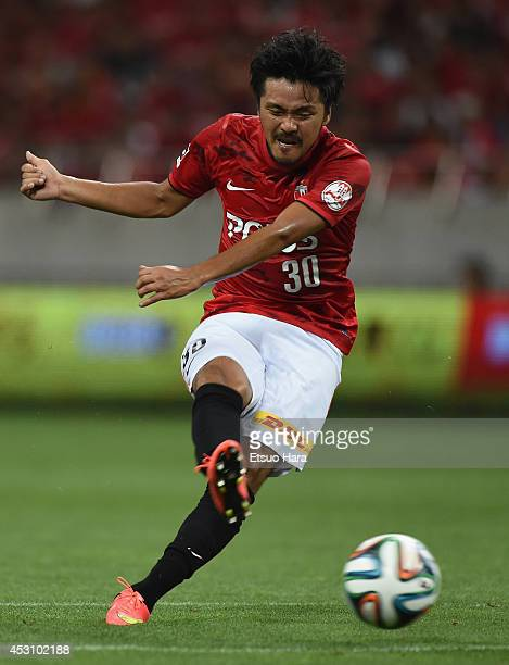 Shinzo Koroki of Urawa Red Diamonds scores his team's first goal during the J League match between Urawa Red Diamonds and Vissel Kobe at Saitama...