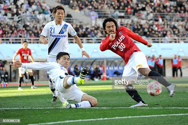 Shinzo Koroki of Urawa Red Diamonds scores the first goal during the 95th Emperor's Cup final between Urawa Red Diamonds and Gamba Osaka at Ajinomoto...