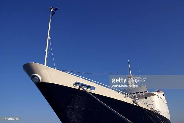 Barco en el muelle sobre el Mar Mediterráneo