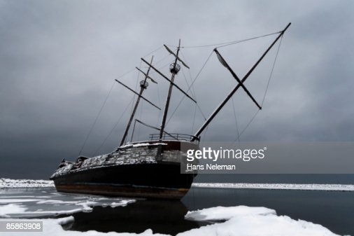 A ship wreck at the shore of Lake Ontario.