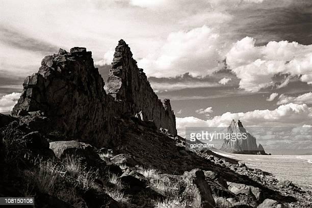 Shiprock paysage littoral rocheux, noir et blanc