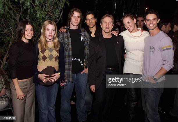 Shiri Appleby Mahandra Delfino Brendan Fehr Adam Rodriguez Willian Sadler Katherine Heigl and Jason Behr at the UPN private party for Roswell cast...