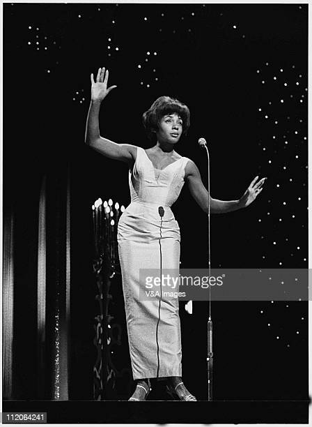 Shirley Bassey performs on TV show full length 1963