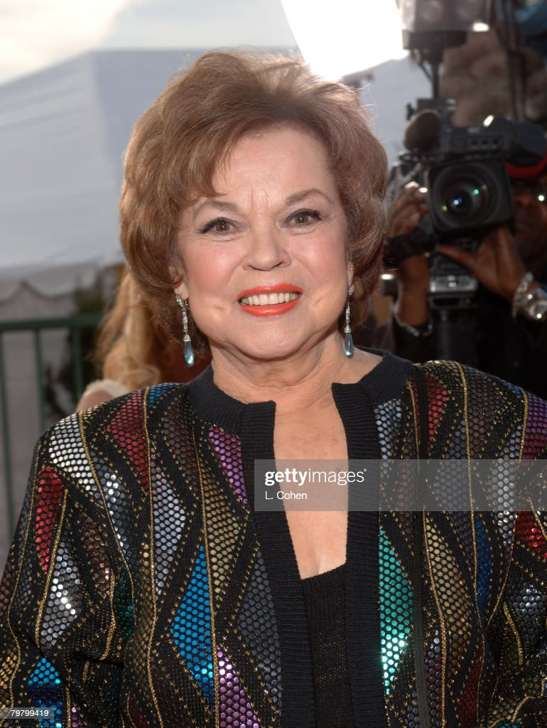 <a gi-track='captionPersonalityLinkClicked' href=/galleries/search?phrase=Shirley+Temple&family=editorial&specificpeople=69996 ng-click='$event.stopPropagation()'>Shirley Temple</a> Black 10618_lc0182.jpg