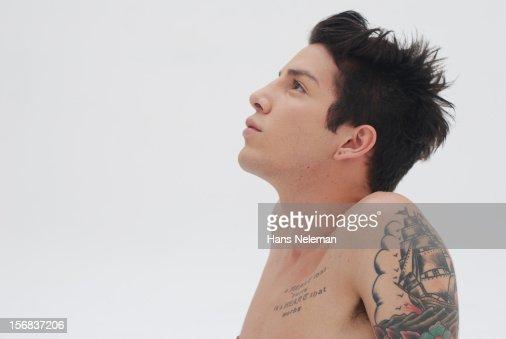 Shirtless man with tattoos : Foto stock
