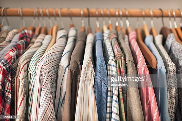 Shirts in Kleiderbügel