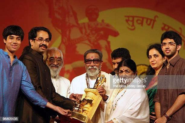 Shiv Sena chief Bal Thackeray honours legendary singer Lata Mangeshkar with his son Uddhav Thackeray daughterinlaw Rashmi Thackeray and grandson...