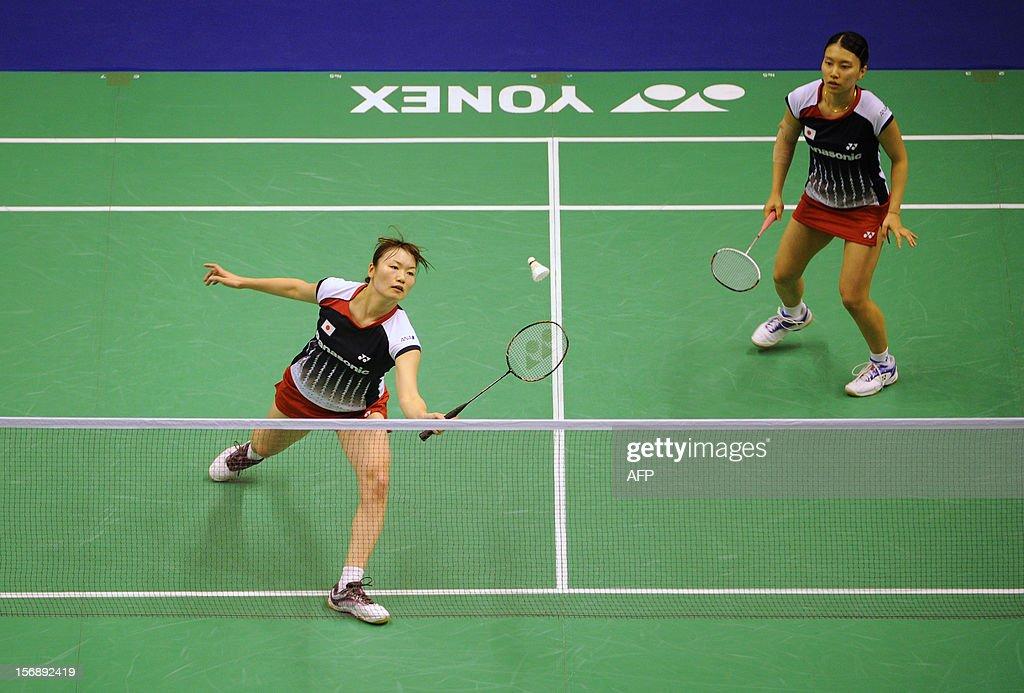 Shizuka Matsuo (R) and Mami Naito (L) of Japan compete against Yu Yang and Wang Xiaoli of China during their women's doubles semi-final match at the Hong Kong Open badminton tournament on November 24, 2012. AFP PHOTO / Dale de la Rey